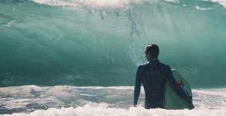 Surfen bij Waikiki Beach