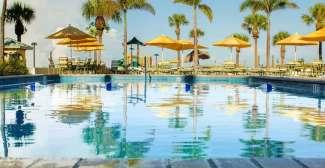 Buitenzwembad Sirata Beach Resort