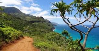 Een mooie wandeling tijdens je vakantie maak je langs de Na apali Coast