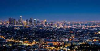 De wereldmetropool Los Angeles in het donker.