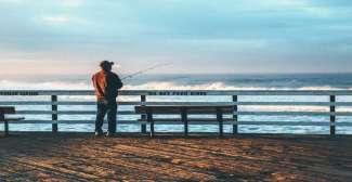 Veel mensen vinden het leuk om vanaf Pismo Beach Pier te vissen.