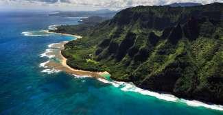 De prachtige kustlijn in het noorden van Kauai.