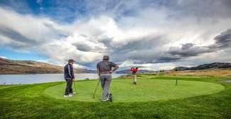 Ideale bestemming voor golfliefhebbers (Tourism Kamloops - New Parallel Productions)