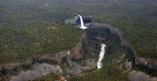 Helmcken Falls ligt in Well Gray Provincial Park in Canada.