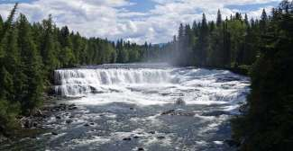 Dawson Falls ligt ook in Well Gray Provincial Park.