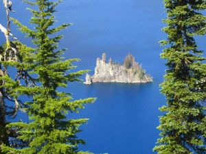 Phantom Island in de Crater Lake.