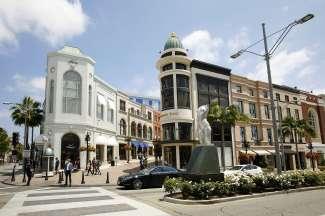 Het wereldberoemde Rodeo Drive is de luxe winkelstraat in Beverly Hills Los Angeles