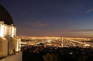 's Avond biedt het Griffith Observatory in Griffith Park een adembenemend uitzicht over Los Angeles.