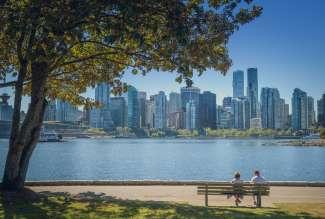 Vanuit Stanley Park heeft u een prachtig uitzicht op de skyline van Vancouver.