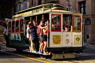 De Cable Car in San Francisco werkt nog steeds hetzelfde als vroeger. Op 1 september 1873 werd de Cable Car in gebruik genomen en was een groot succes.