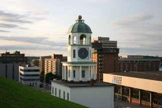 Een klokkentoren in Halifax.