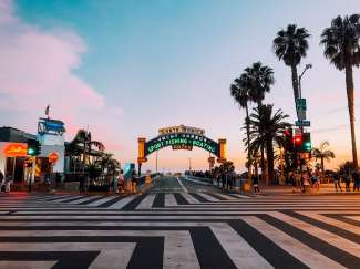 Het mooie begin van Santa Monica Main Street.