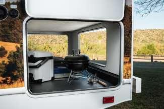 De C30 Camper van Cruise America / Canada biedt veel opbergruimte.