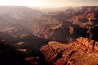 Deze foto van de Grand Canyon South Rim is gemaakt vanuit de helicopter