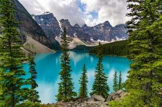 Het beroemde Moraine Lake in Banff National Park.