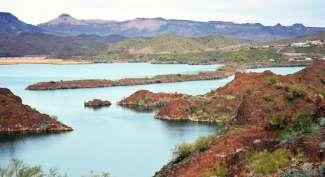 Lake Havasu ligt 70 mijl ten zuiden van Laughlin