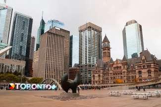 In Toronto vindt u een opvallende mix van historische gebouwen en moderne wolkenkrabbers.