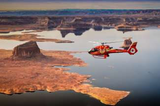 De helicoptervlucht vliegt over Lake Powell en Horseshoe Bend.