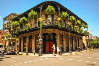 In de French Quarter in New Orleans vindt u naast tal van historische gebouwen een keur aan gezellige bars en restaurants.