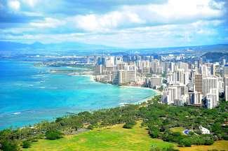 Waikiki Beach is een ware trekpleister met stranden en uitgaansgelegenheden.