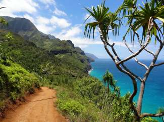 Kalalau Trail in het Nā Pali Coast State Wilderness Park op Kauai.