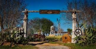 Dit is een toegang naar een ranch in Texas.