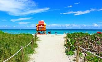 De kleurrijke strandwacht huisjes van Miami Beach
