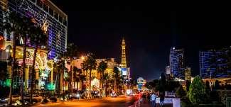Dit is de Las Vegas strip bij nacht.