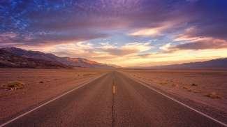 Er lopen 2 rivieren, Furnace Creek en de Amargosa River, door Death Valley. Maar aan het eind drogen ze op.