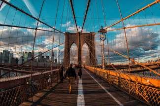 Lopen op Brooklyn Bridge