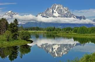Grand Teton National Park ligt in het westen van Wyoming en biedt indrukwekkende granieten muren en canyons.