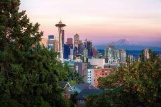 In de achtergrond ziet u de Space Needle en Mount Rainier.