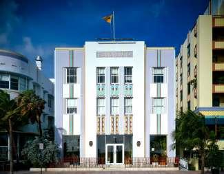 Het Cavalier hotel ligt aan de Ocean Drive en is gebouwd in 1936.