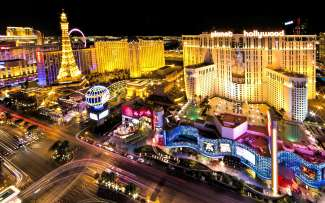 De Las Vegas Strip wordt 's avonds een waar lichtspektakel.
