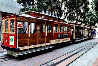 Tijdens een bezoek aan San Francisco mag een ritje met de Cable Car niet ontbreken.
