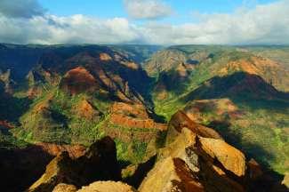 Waimea Canyon is een kloof van ca. 16 km lang, gelegen in het westen van Kauai.