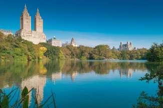 Central Park met op de achtergrond het wereldberoemde San Remo Building.