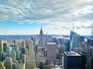 Uitzicht op het Empire State Building vanaf de Top of the Rock