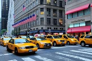 De taxi's in New York zijn te herkennen aan de opvallende gele kleur.