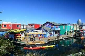 Ontdek de Fisherman's Wharf van Victoria met diverse eetgelegenheden, winkeltjes en tours.