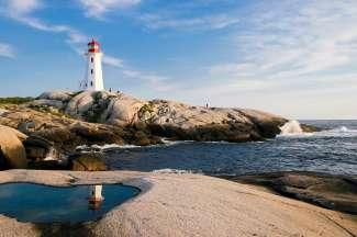 De vuurtoren van Peggy's Cove aan de Oostkust van Canada.