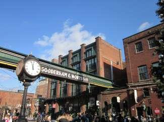 Aan de kade van Toronto staat het oude pand van Gooderham & Worts Limited, een van de grootste distilleerderijen van Canada.