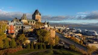 De beroemde skyline met uitzicht op de oude binnenstad van Quebec.