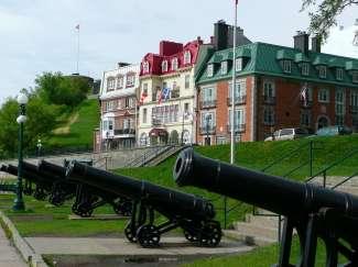 Quebec City heeft een geweldig oud historisch centrum, een van de oudste kathedralen in Amerika en indrukwekkende monumenten.