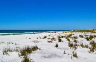 De parelwitte stranden aan de Golf van Mexico zijn ruim en rustig.