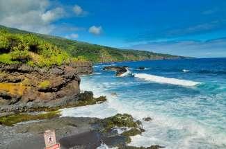 De kust van Hana gelegen in het oosten van Maui.
