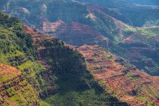 Waimea Canyon State Park ligt in het westelijke deel van Kauai.