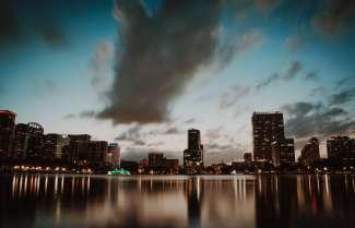 Lake Eola Park ligt in het hart van downtown Orlando.