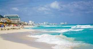 Het strand van Cancun heeft prachtig wit strand.