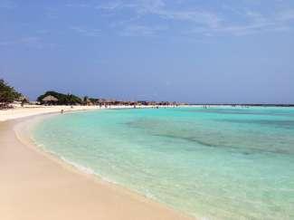 Aruba heeft verschillende mooie stranden. Eagle Beach is het derde mooiste strand van de wereld!